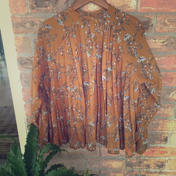 Kensie Tops - Kensie NEW Pleated Ruffled Blouse Sz L Gold Floral